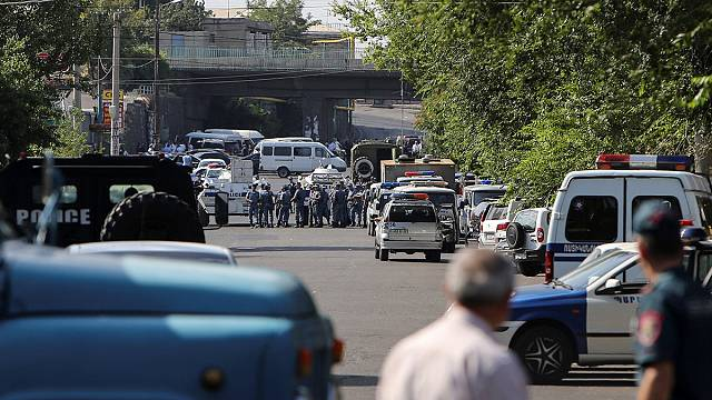 Ermenistan'da silahlı grup karakol bastı