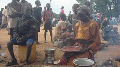 Mass looting of food aid in violence hit South Sudan