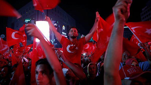 """El gobierno de Erdogan llama a continuar con las """"vigilias por la democracia"""""""