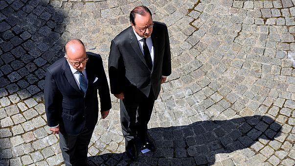 Contestato il premier francese Valls al minuto di silenzio per le vittime di Nizza