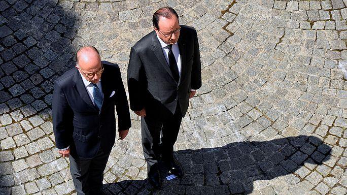 أصوات في باريس تدعو إلى استقالة هولاند