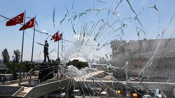 Ankara limpia las calles y despachos del país