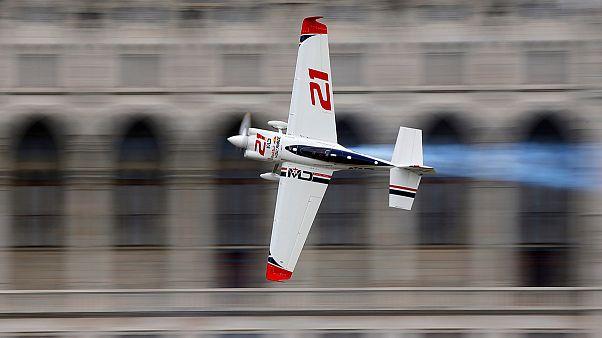 الألماني ماتياس دولديرار يفوز بمسابقة راد بول للطائرات