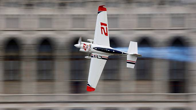 Dolderer cada vez mais líder na Red Bull Air Race