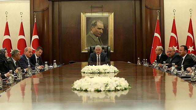 رئيس الحكومة التركية يؤكد الالتزام بالقانون
