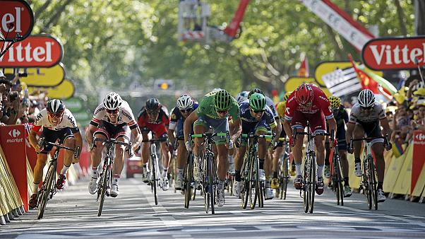 Tour de France: Sagan outsprints Kristoff to claim Stage 16