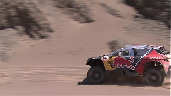 Silk Way Rally: Despres vola nel deserto, Loeb si insabbia