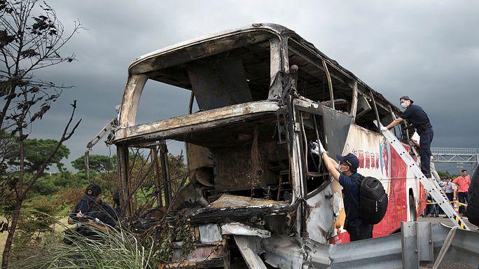 Tayvan'da otobüs kazası: 26 ölü