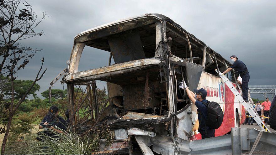 Leégett egy tajvani turistabusz - egyetlen utasa sem élte túl a balesetet