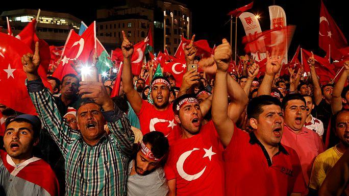Nem zárta ki a halálbüntetés visszaállítását a török elnök