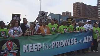Afrique du Sud : des milliers de manifestants contre le sida