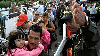 Crisi in Venezuela, migliaia verso Colombia per cibo e farmaci