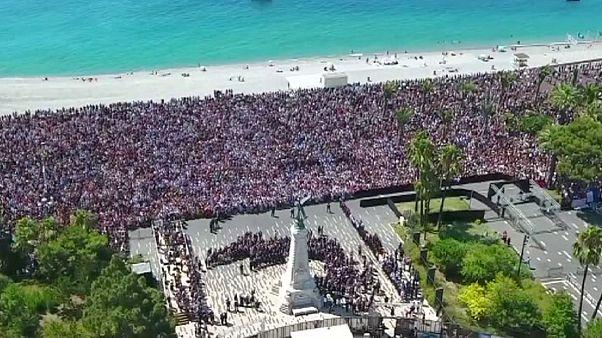 Nice'de bir dakikalık saygı duruşu