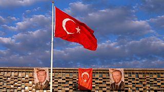 Turquie: la purge continue à prendre de l'ampleur et touche désormais l'enseignement et les médias