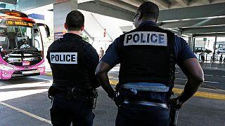 França prolonga estado de emergência até 2017