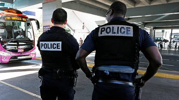 تمديد حالة الطوارئ في فرنسا