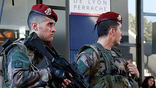Fransa güvenik güçlerini yedek birliklerle takviye ediyor