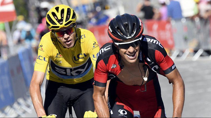 Chris Froome edges closer to third Tour de France title