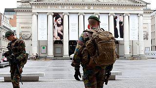 A tensão em Bruxelas e o périplo europeu de May em destaque