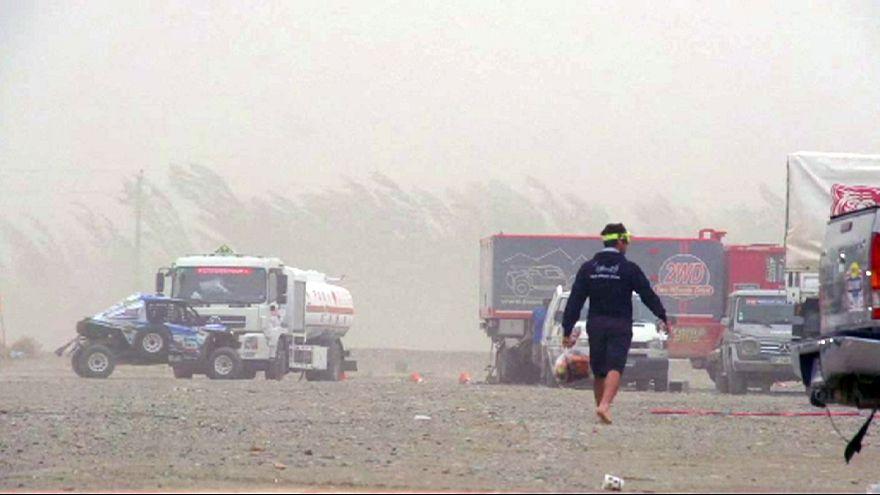 Una fuerte tormenta de arena en Dunhuang provocó la cancelación de la 11ª etapa del Silk Way Rally 2016.