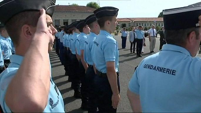 فرنسا تمدد حالة الطوارئ لستة أشهر