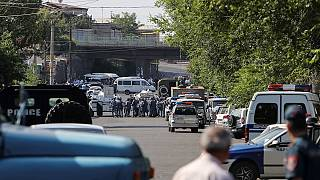 Armenia: Violence erupts over police station hostage crisis