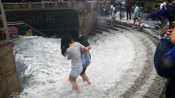 Heavy rain hits central and north China