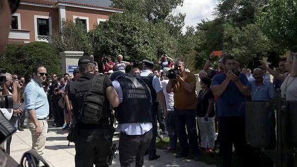 Yunanistan'a kaçan askerlere ikişer ay hapis cezası verildi