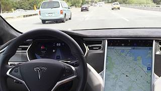 Tesla создаст такси на автопилоте