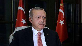 El parlamento turco refrenda el estado de emergencia de Erdogan por mayoría absoluta
