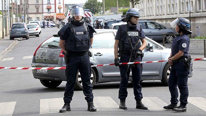 Párizs külvárosában csaptak le a terrorelhárítók
