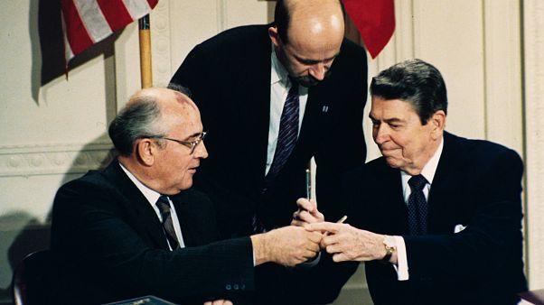 Image: Ronald Reagan, Mikhail Gorbachev