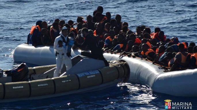 Több ezer menekültet és migránst mentettek ki a Földközi-tengerből két nap alatt