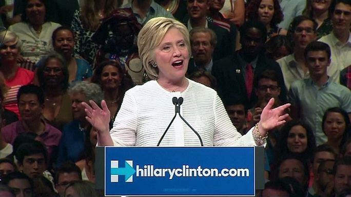 Hillary Clinton, au pied du podium à Philadelphie