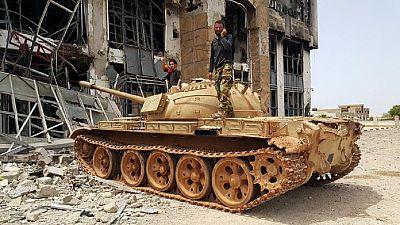 De violents combats se poursuivent à Syrte
