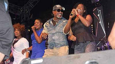 Kenya deports Congolese musician Olomide to DRC after night behind bars