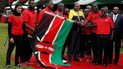 Le président Kenyatta a remis le drapeau à la délégation olympique kényane