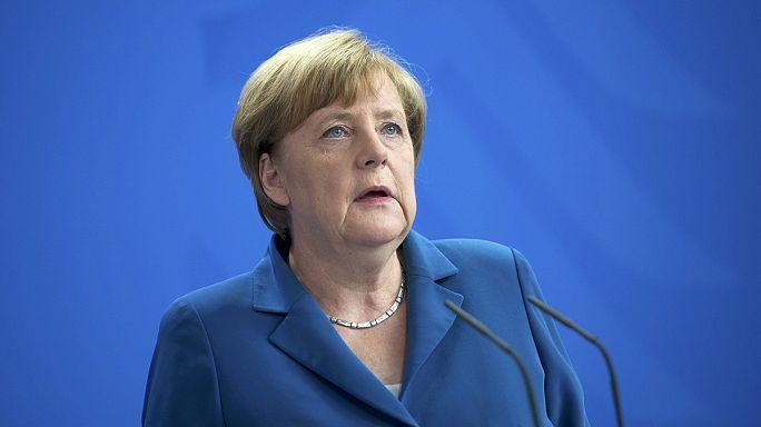 """Merkel: """"Ailelerinin yanına bir daha asla dönemeyeceklerin yasını tutuyoruz"""""""