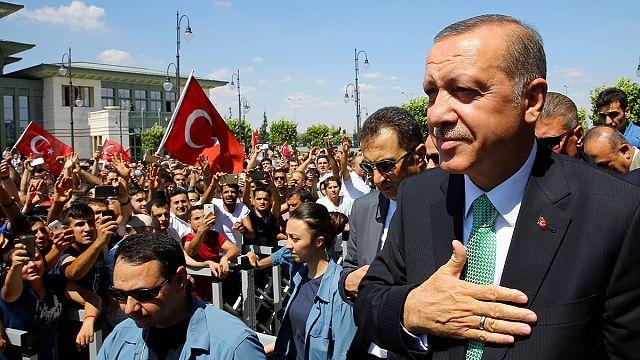 تركيا: مرسوم رئاسي لتمديد مدة احتجاز الموقوفين إلى 30 يوماً
