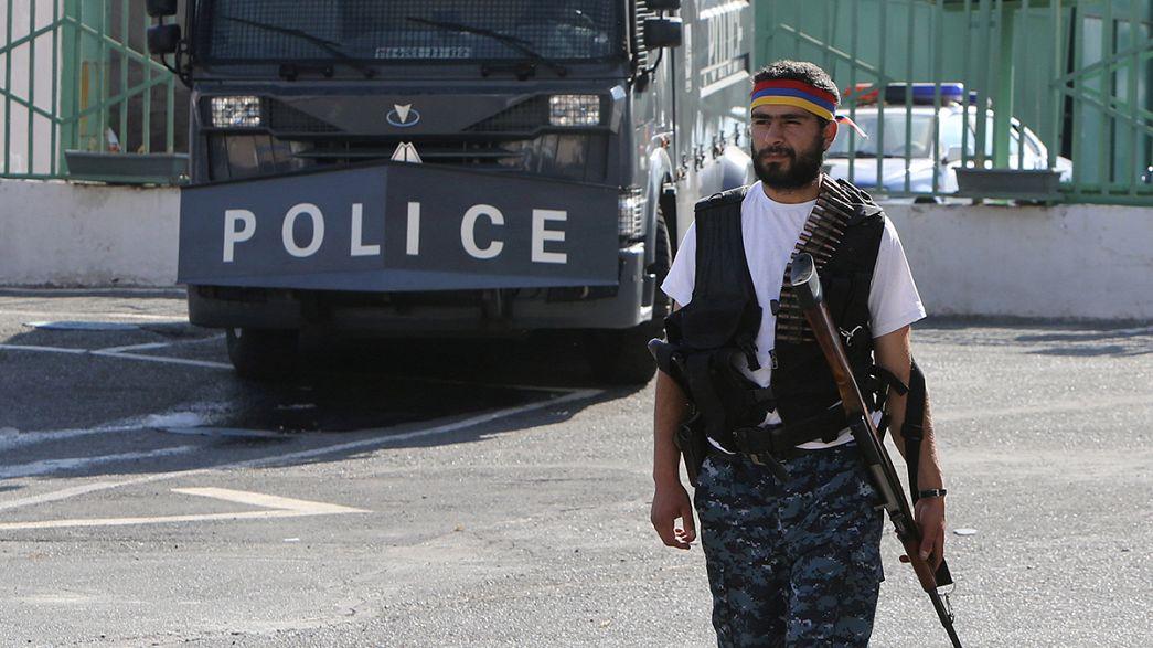 Αρμενία: Απελευθερώθηκαν και οι τελευταίοι όμηροι σε αστυνομικό τμήμα του Ερεβάν
