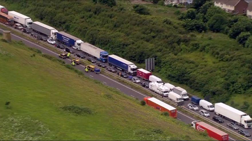Terör önlemleri İngiliz tatilcilere trafik çilesi yaşattı