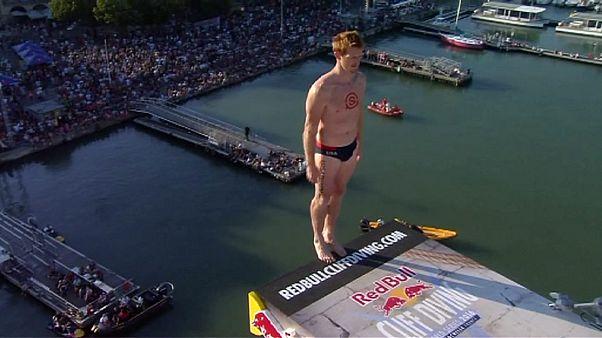 Red Bull Cliff Diving: Os melhores do mundo em saltos para a água