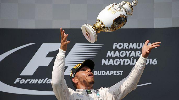 لويس هاميلتون يتصدر الترتيب العام في بطولة العالم للفرومولا 1 بعد تتوجيه بلقب سباق جائزة المجر الكبرى.