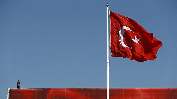 Großdemonstration in Istanbul - Anhänger von AKP und Opposition vereint