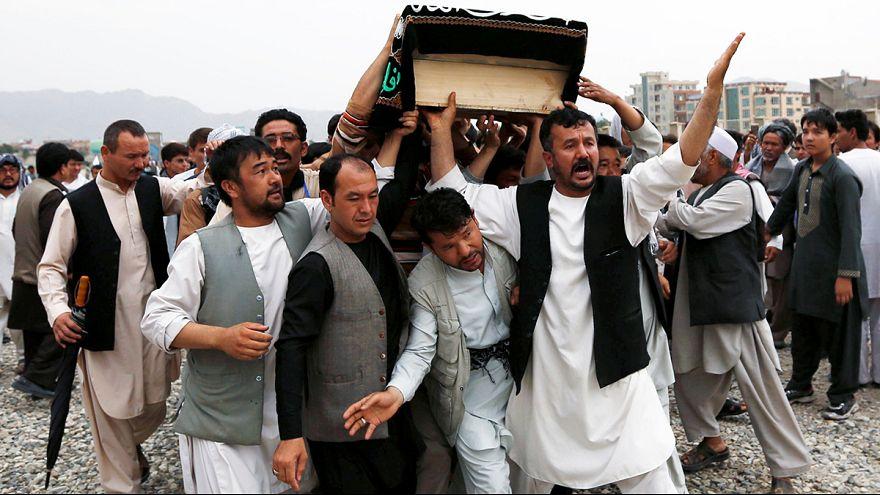 Végső búcsú a kabuli terrortámadás áldozataitól