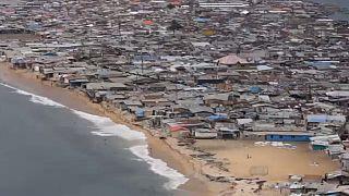 Liberia : un township dévasté par les eaux de mer