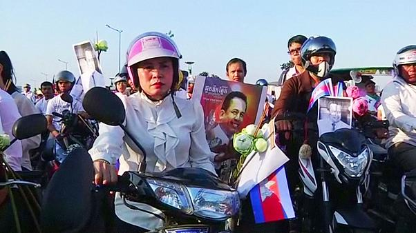 Kamboçya muhalif aktivisti son yolculuğuna uğurladı