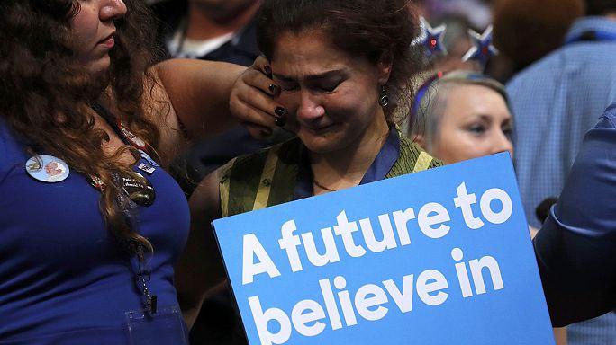 Convenção democrata: Fiéis a Sanders protestam contra a nomeação de Hillary Clinton