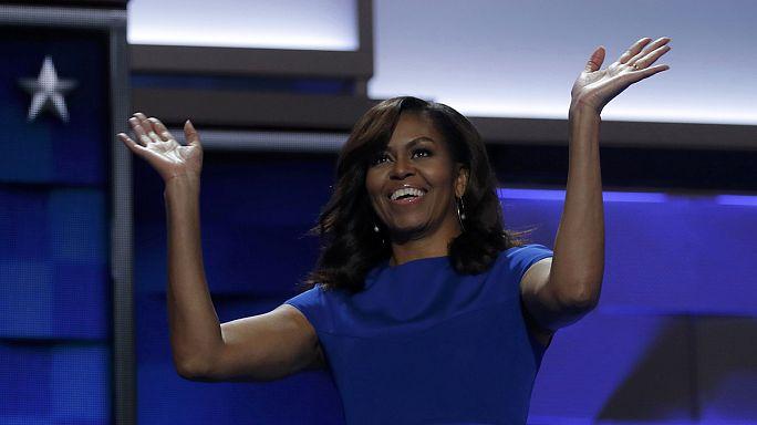 Michelle Obama emociona democratas no discurso de apoio a Hillary Clinton