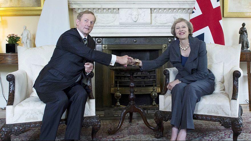 Brexit : Theresa May tente de rassurer l'Irlande, inquiète pour ses frontières